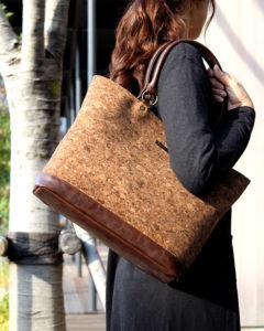 コルクレザーのバッグ